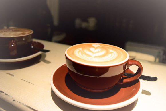 Artelatte en flat white de Shelter Coffee